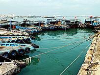 渔业船舶停在码头的渔船图片