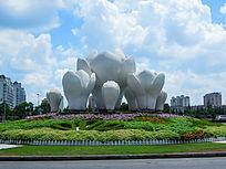 松江城区白色花朵雕塑