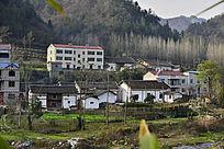 房县小村庄前的小河流