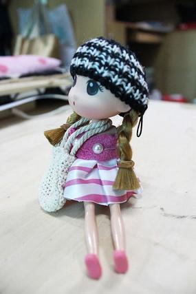 女孩玩偶侧面