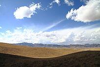 草原上空的蓝天白云