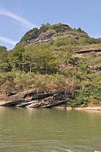 九曲溪绿水之上的大山