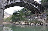 桥洞下的九曲溪