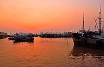 渔都海上日出太阳微露
