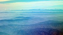 云雾缭绕山峦叠嶂的云贵高原
