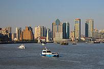 黄浦江上的中国海监船