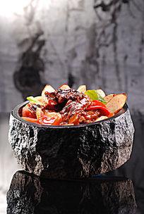 石锅红酒焗牛尾