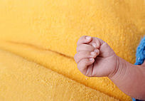 婴儿的一只小手