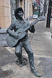 弹吉它的牛仔人物雕塑