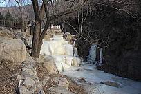 寒冬里的山溪