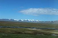 西藏蓝天白云草原冰山堆