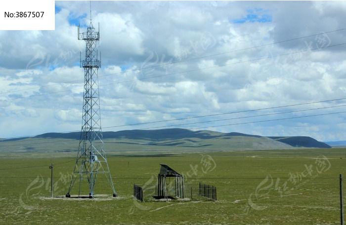 西藏蓝天白云大草原电杆图片