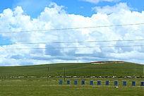 西藏蓝天白云宽广大草原