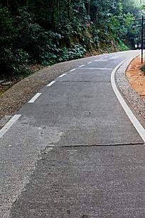 无中心线的公园公路