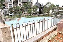 小区花园露天游泳池