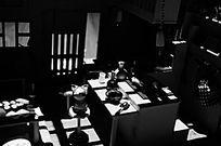 黑白光影中的孤寂