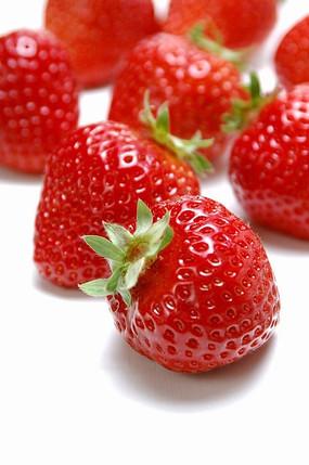 鲜亮半大草莓草莓特写