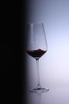 一杯红酒图片
