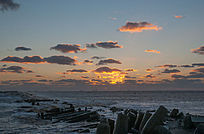 日出时海上天空彩云