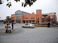 泰晤士小镇中心的广场