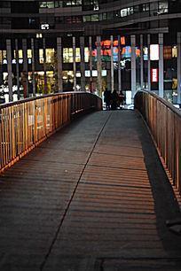 北京三里屯的人行天桥