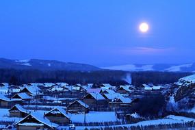 雪乡金月亮
