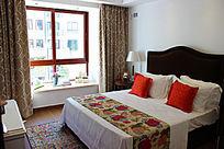 艳丽的田园风格装修的卧室