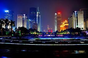宁静夜色中的繁华都市
