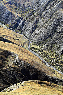 峡谷绿色植被