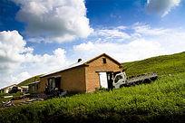 呼伦贝尔草原上的房子