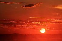 日出东方朝霞满天