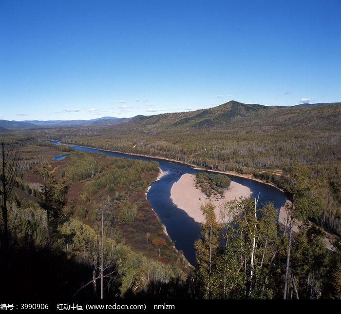 森林中的激流河秋季图片