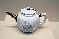贴塑梅枝纹茶壶