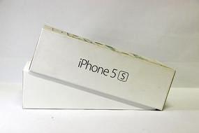 白色的iPhone5s外壳包装