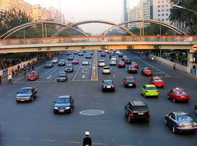 北京西长安街的过街天桥
