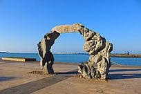 海口市海口湾休闲广场的和谐门石雕