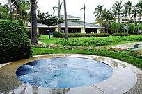 优雅的室外游泳池