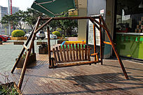 实木摇椅特写