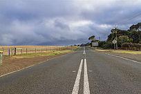 澳洲袋鼠岛农场边的公路风光