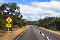 澳洲自驾途径的热带公路美景