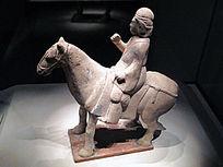 骑马武士俑