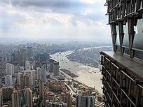 上海鸟瞰穿越市区的黄浦江