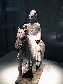 陶骑马武士俑