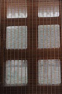 竹子卷帘的窗户