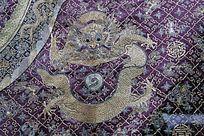 紫缎万字纹龙袍图案