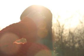 阳光下的女孩