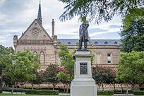 阿德莱德大学校园建筑物和校园雕塑
