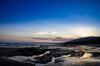 大洋路日出下的火山岩