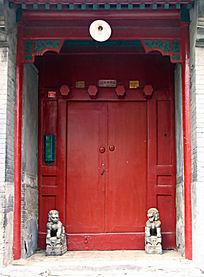 北京四合院红色大门