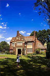 墨尔本大学的别墅与草坪